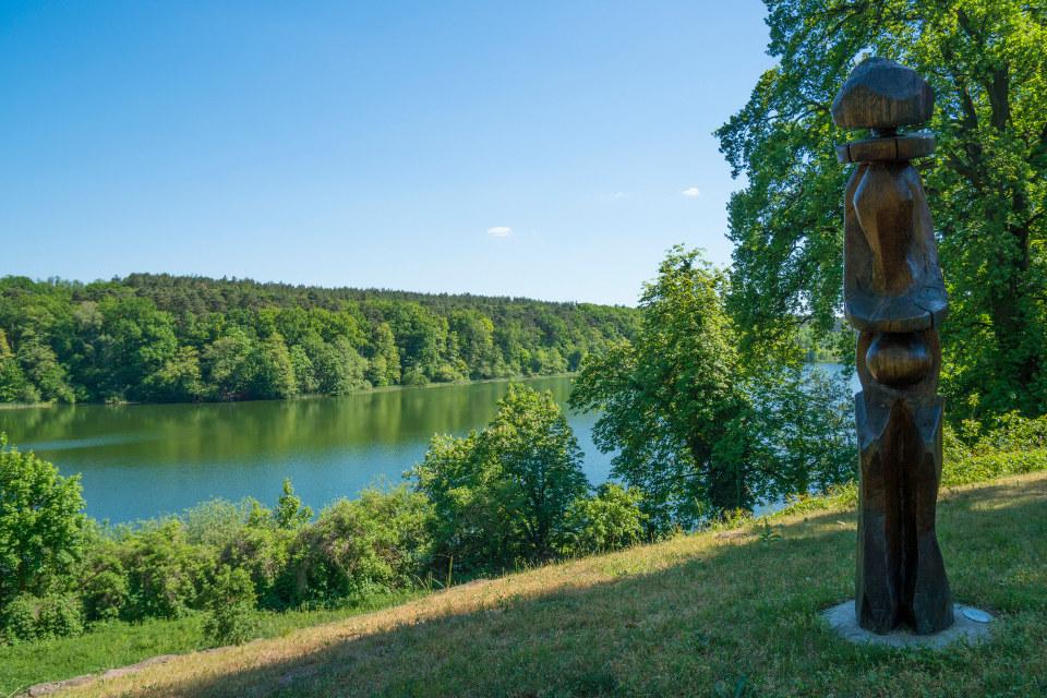 Holzfigur am See / Restaurant Seeblick Trebus