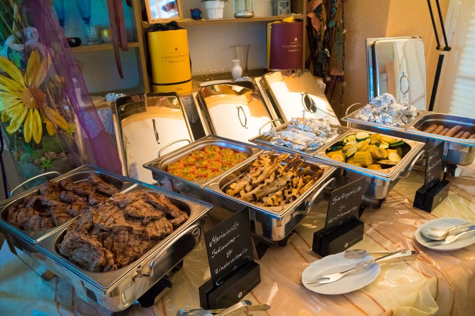 Gegrilltes Buffet im Restaurant Seeblick Trebus bei einer Hochzeit