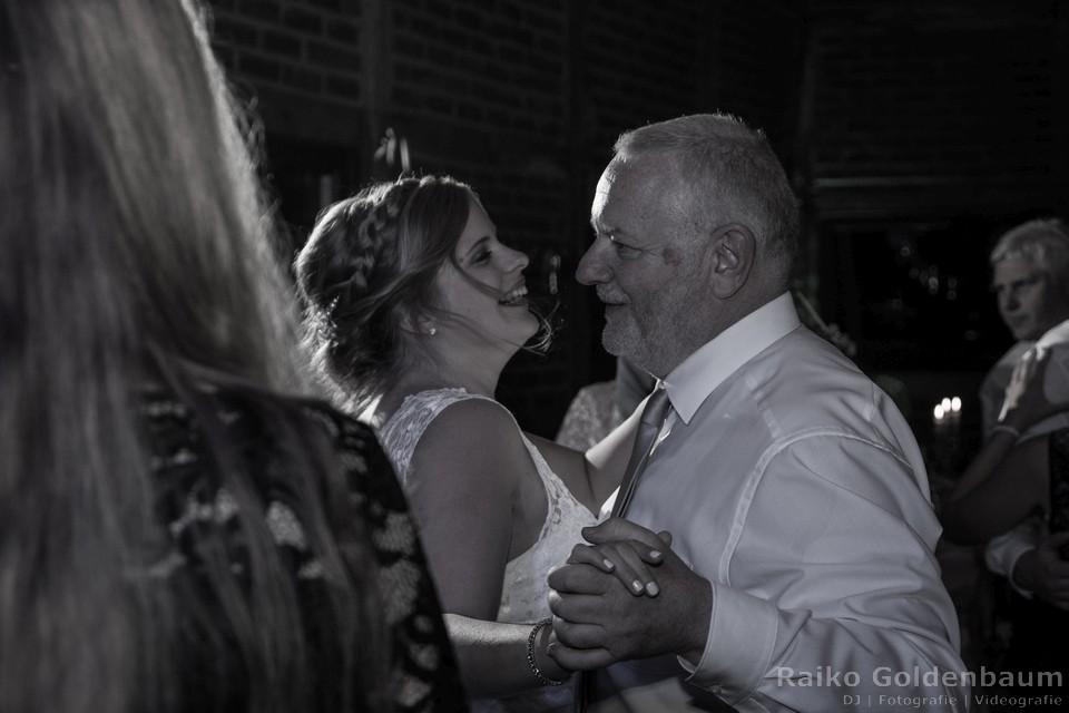 Gut Lippesee Paderborn Hochzeitsfotograf Elterntanz